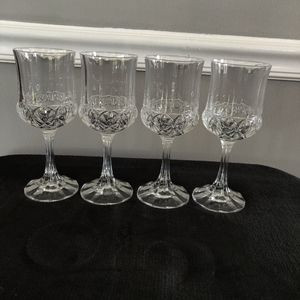 None Accents - Set of 4 Lead Crystal Wine Glasses